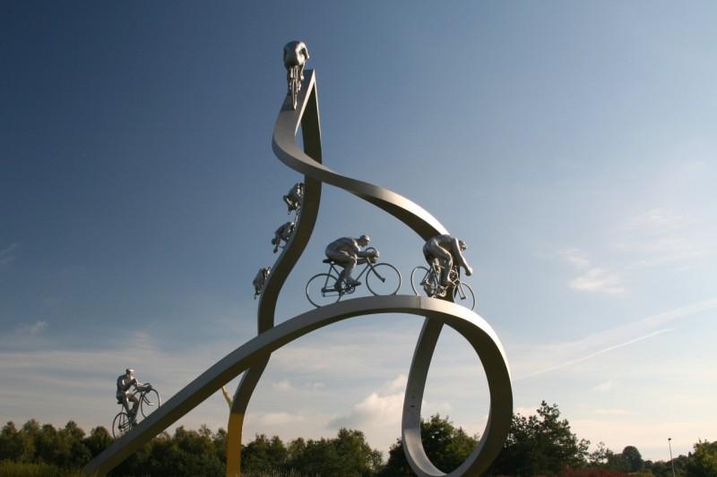Na poti v Andoro - spomenik kolesarjem po dirki Tour de France, ob vzno¾ju Pirenejev