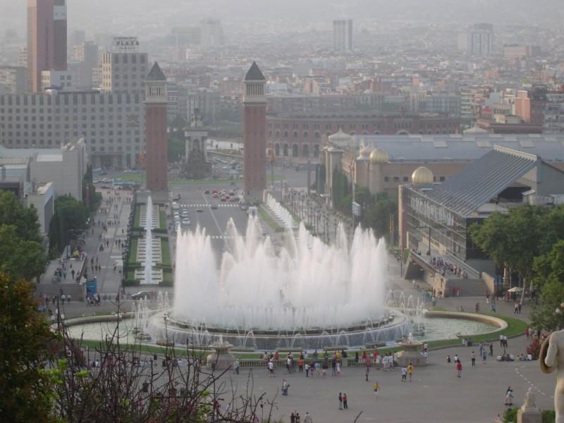 Fontane, v ozadju Placa de Espanya