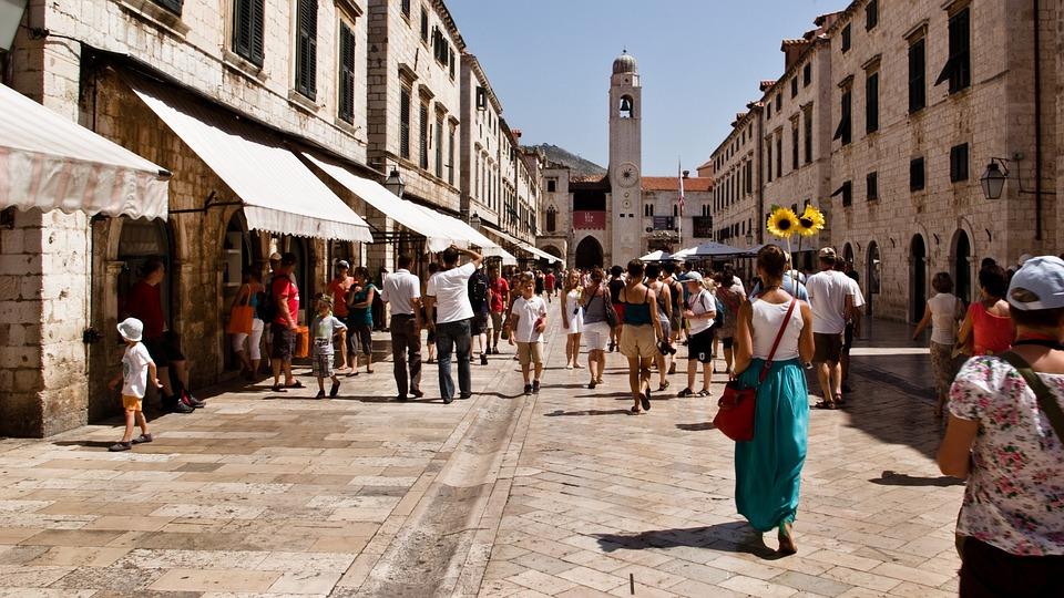 Zaradi kopalk vas v Dubrovniku lahko kaznujejo