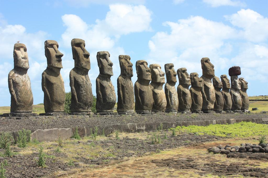 Moai: Kamniti kipi na Velikonočnem otoku